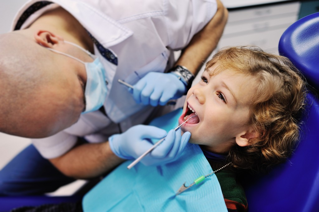Dentist checking the child's teeth