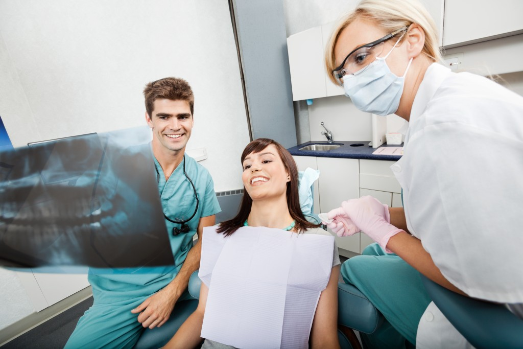 Dentist explaining the xray result