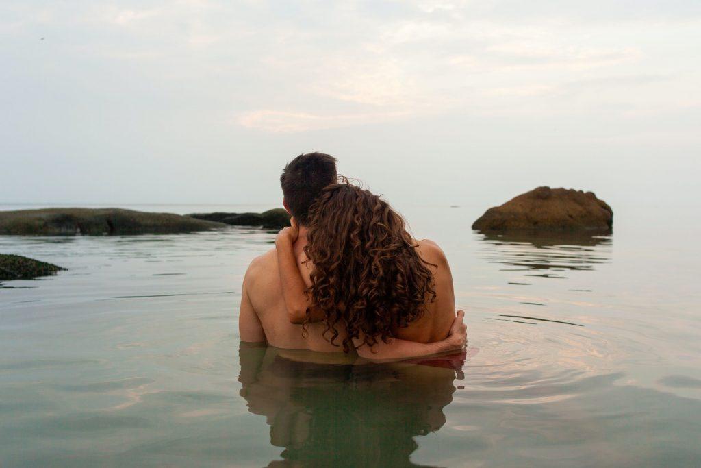 couple-swimming